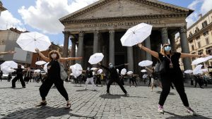 Tour guides and Chefs protest in Italy and Belgium